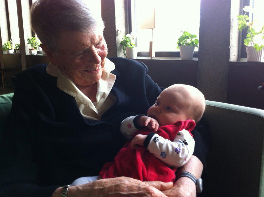 De flesta bilder jag har på farmor är tillsammans med mina barn. Här är min dotter Ninja några månader.
