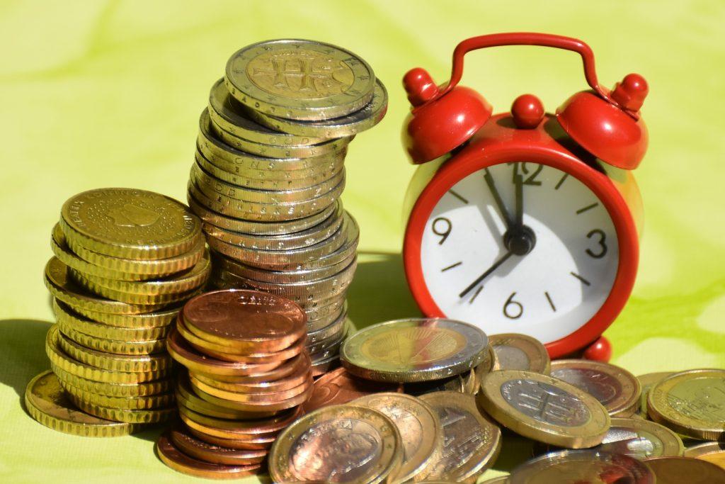 Väckarklocka och mynt