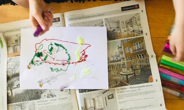 Barnhänder och teckning.